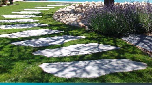 camino de piedras decoración de jardin